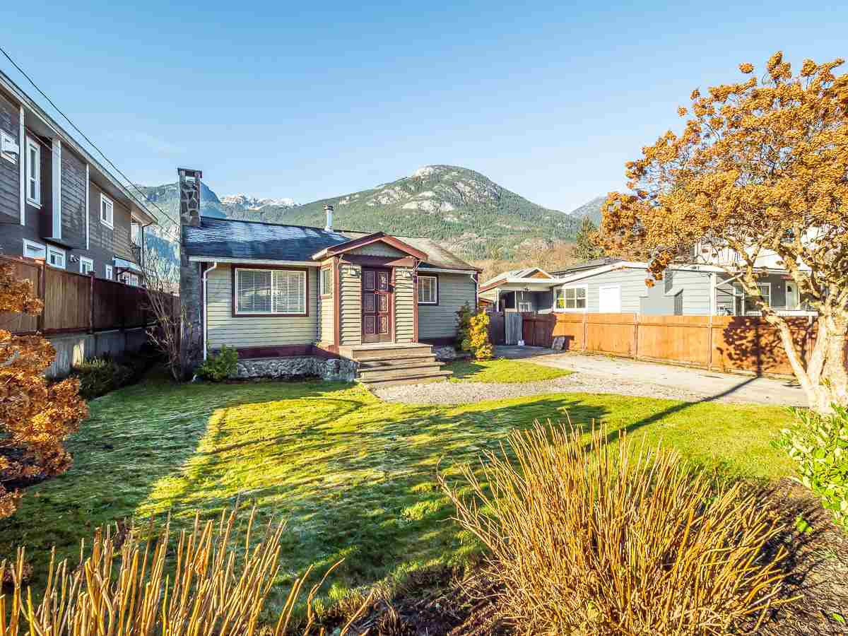 Main Photo: 38867 BRITANNIA Avenue in Squamish: Dentville House for sale : MLS®# R2428860