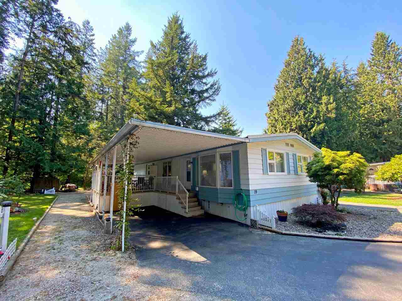 """Main Photo: 19 2306 198 Street in Langley: Brookswood Langley Manufactured Home for sale in """"CEDAR LANE SENIORS PARK"""" : MLS®# R2497884"""