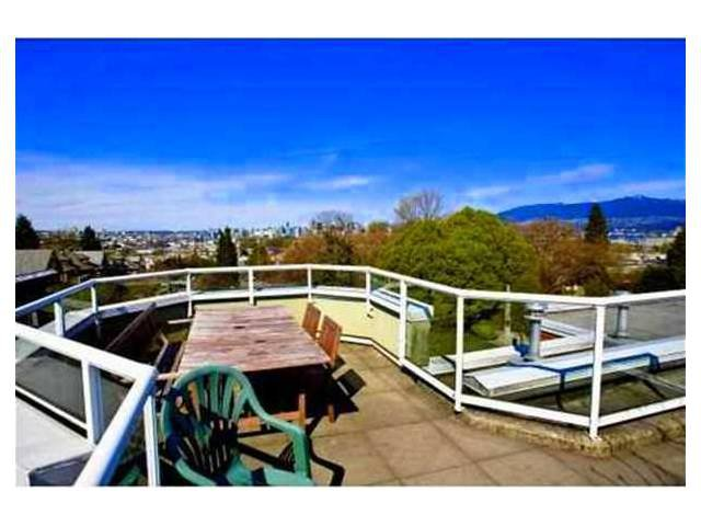 """Main Photo: 207 1707 CHARLES Street in Vancouver: Grandview VE Condo for sale in """"CITY LIGHTS"""" (Vancouver East)  : MLS®# V939487"""