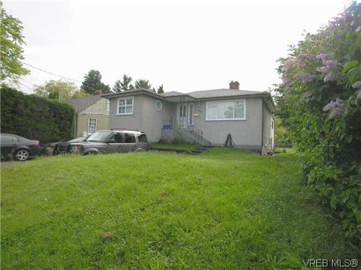 Main Photo: 3329 Shelbourne St in VICTORIA: SE Mt Tolmie House for sale (Saanich East)  : MLS®# 641146
