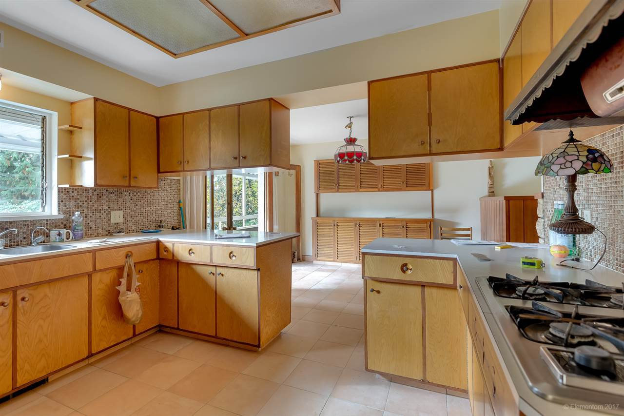 Photo 3: Photos: 1347 DEMPSEY ROAD in North Vancouver: Lynn Valley House for sale : MLS®# R2272592