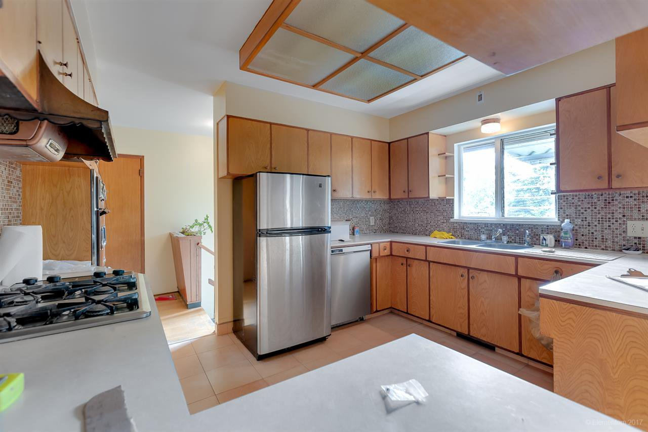 Photo 4: Photos: 1347 DEMPSEY ROAD in North Vancouver: Lynn Valley House for sale : MLS®# R2272592