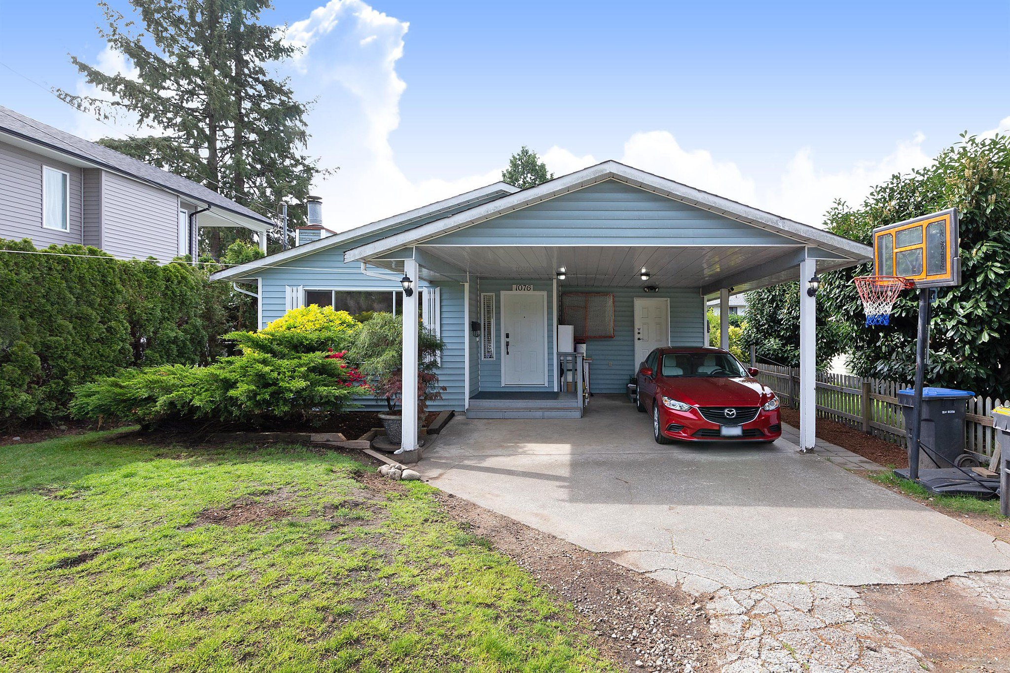 Main Photo: 1076 PRAIRIE Avenue in Port Coquitlam: Birchland Manor House for sale : MLS®# R2453484