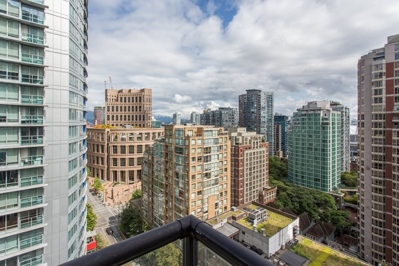 """Main Photo: 1703 889 HOMER Street in Vancouver: Downtown VW Condo for sale in """"889 HOMER"""" (Vancouver West)  : MLS®# R2484850"""