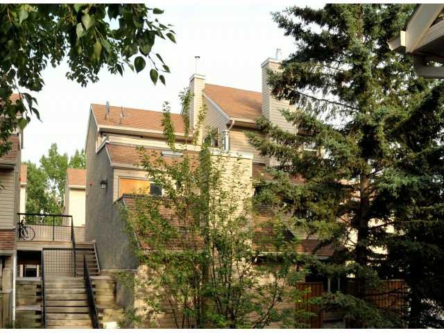Main Photo: 260 66 GLAMIS Green SW in CALGARY: Glamorgan Stacked Townhouse for sale (Calgary)  : MLS®# C3531614