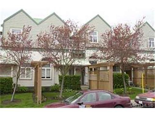 Main Photo: 3018 Washington Avenue in VICTORIA: Vi Burnside Townhouse for sale (Victoria)  : MLS®# 211139