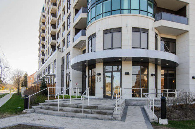 Main Photo: Marie Commisso 18 Harding Blvd in Richmond Hill: Harding Condo for sale
