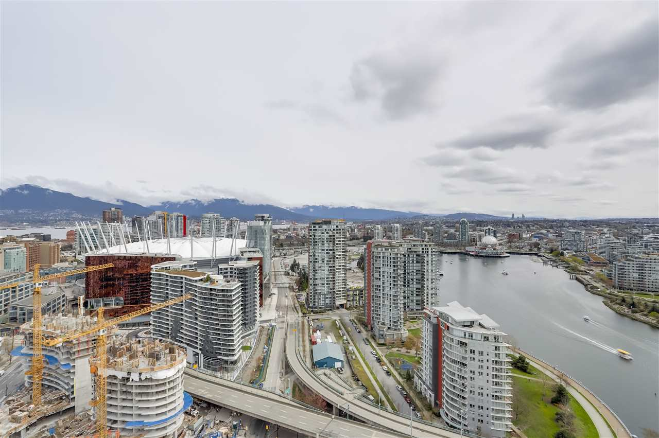 Main Photo: 3803 1033 MARINASIDE CRESCENT in Vancouver: Yaletown Condo for sale (Vancouver West)  : MLS®# R2257056