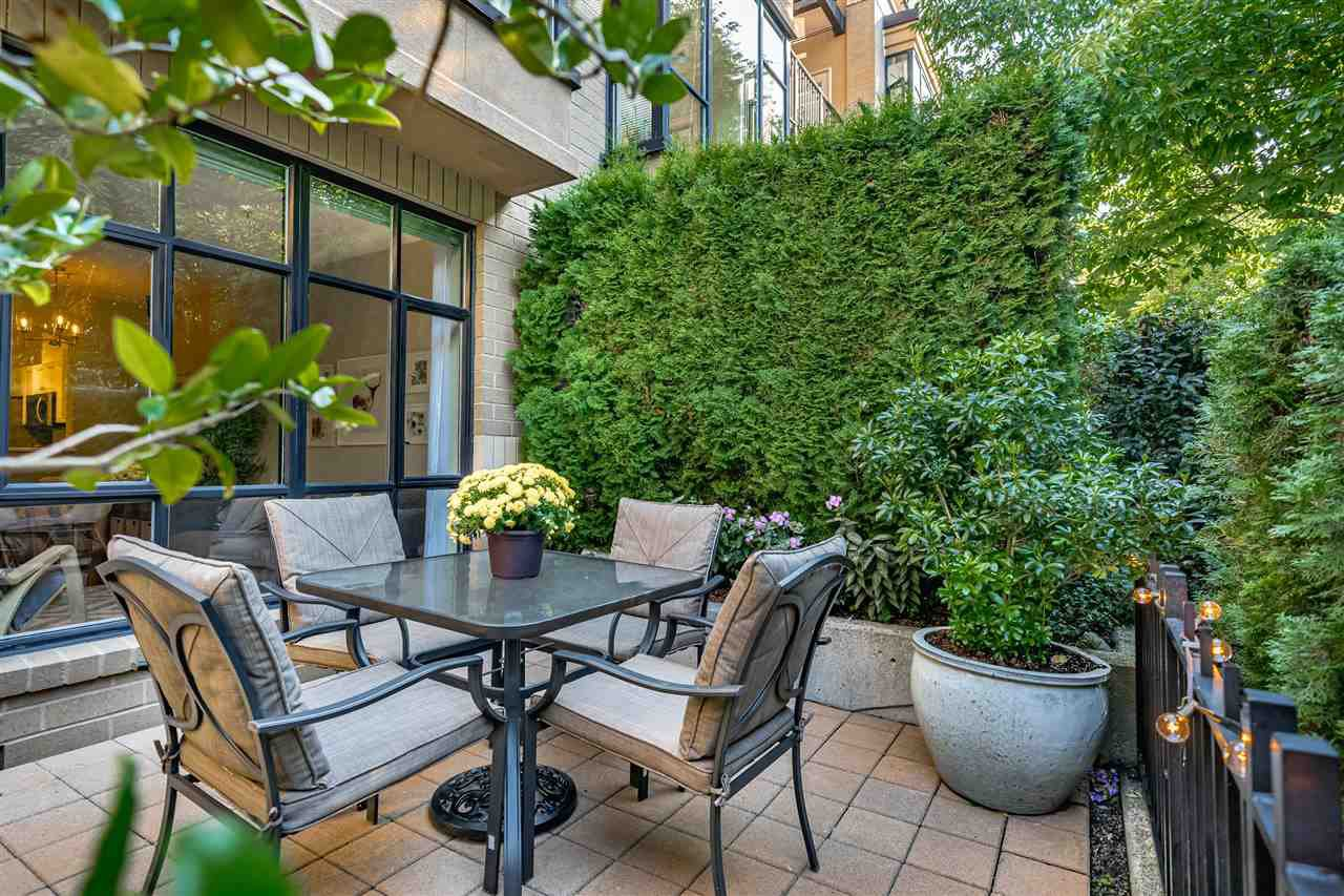 """Main Photo: 154 2175 SALAL Drive in Vancouver: Kitsilano Condo for sale in """"The Savona"""" (Vancouver West)  : MLS®# R2497423"""