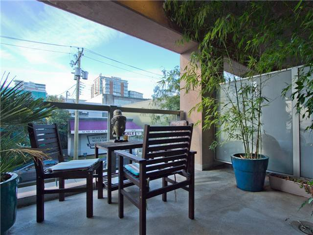 """Main Photo: 217 1529 W 6TH Avenue in Vancouver: False Creek Condo for sale in """"WSIX"""" (Vancouver West)  : MLS®# V936001"""