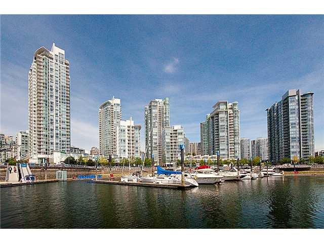 "Main Photo: 1805 198 AQUARIUS MEWS in Vancouver: Yaletown Condo for sale in ""AQUARIUS II"" (Vancouver West)  : MLS®# V948832"