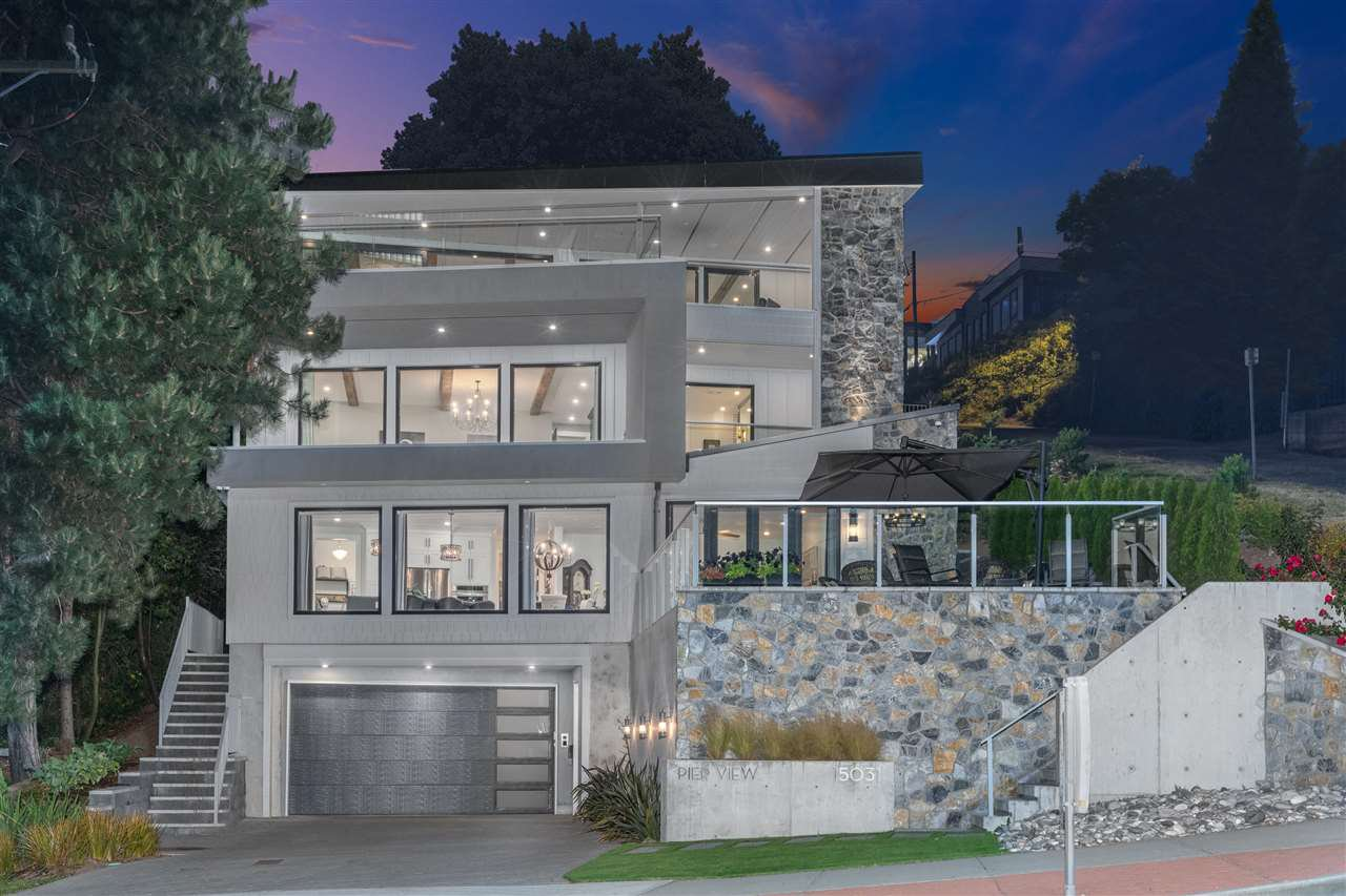 """Main Photo: 15031 VICTORIA Avenue: White Rock House for sale in """"West Beach - White Rock"""" (South Surrey White Rock)  : MLS®# R2471365"""