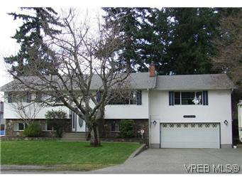 Main Photo: 2404 Marlene Dr in VICTORIA: Co Colwood Lake House for sale (Colwood)  : MLS®# 598509