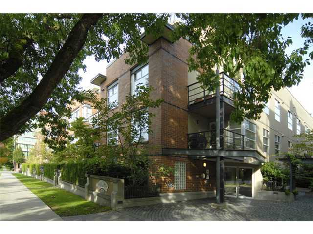 """Main Photo: 412 2181 W 12TH Avenue in Vancouver: Kitsilano Condo for sale in """"CARLINGS"""" (Vancouver West)  : MLS®# V966699"""