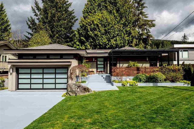 Main Photo: 624 E Carisbrooke Road in Vancouver: House for sale (North Vancouver)  : MLS®# R2053180