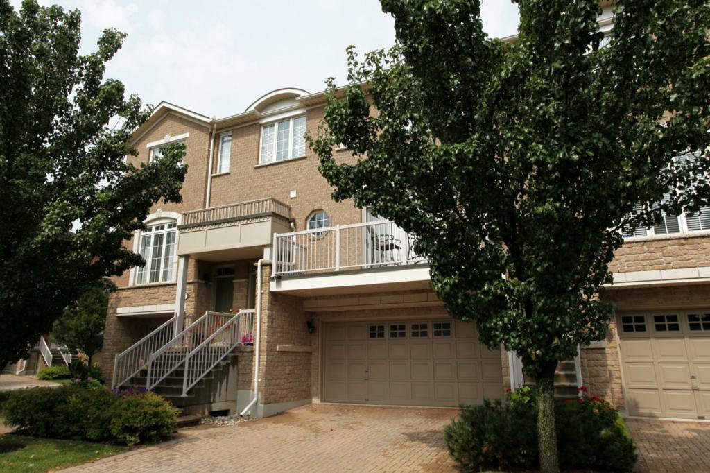 Main Photo: 1169 Dorval Dr #8 in : 1007 - GA Glen Abbey CND for sale (Oakville)  : MLS®# OM2061601