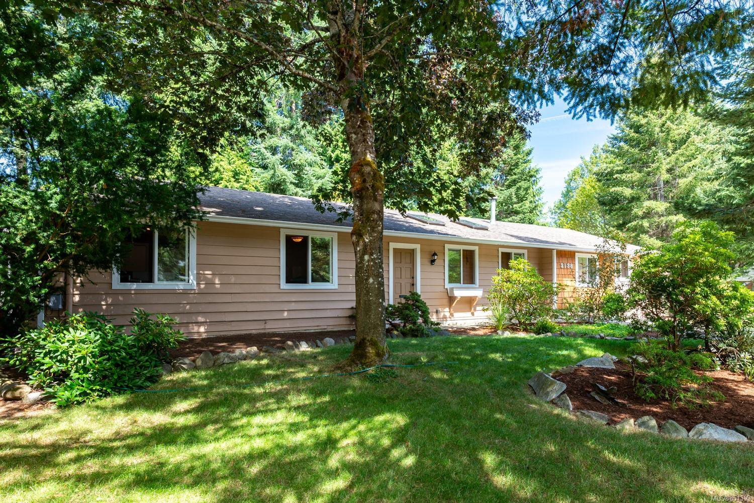 Main Photo: 2138 NOEL Ave in : CV Comox (Town of) House for sale (Comox Valley)  : MLS®# 851399