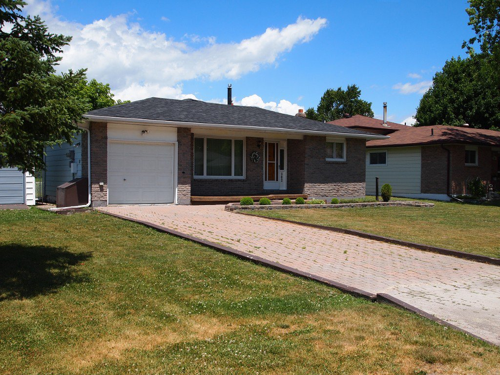 Main Photo: 302 Lakeland Crescent: Beaverton Freehold for sale (Brock)