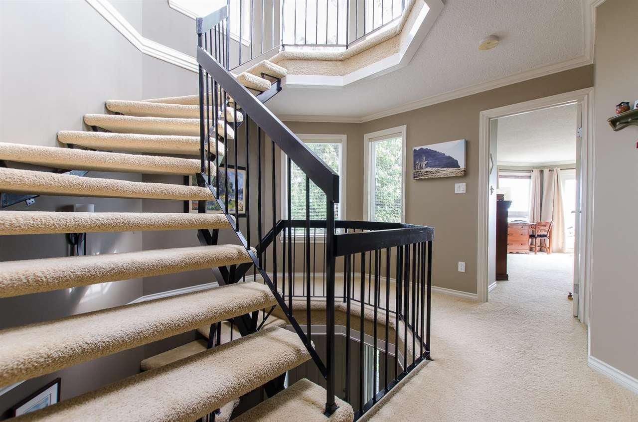 Photo 14: Photos: 15395 VICTORIA Avenue: White Rock House for sale (South Surrey White Rock)  : MLS®# R2476831