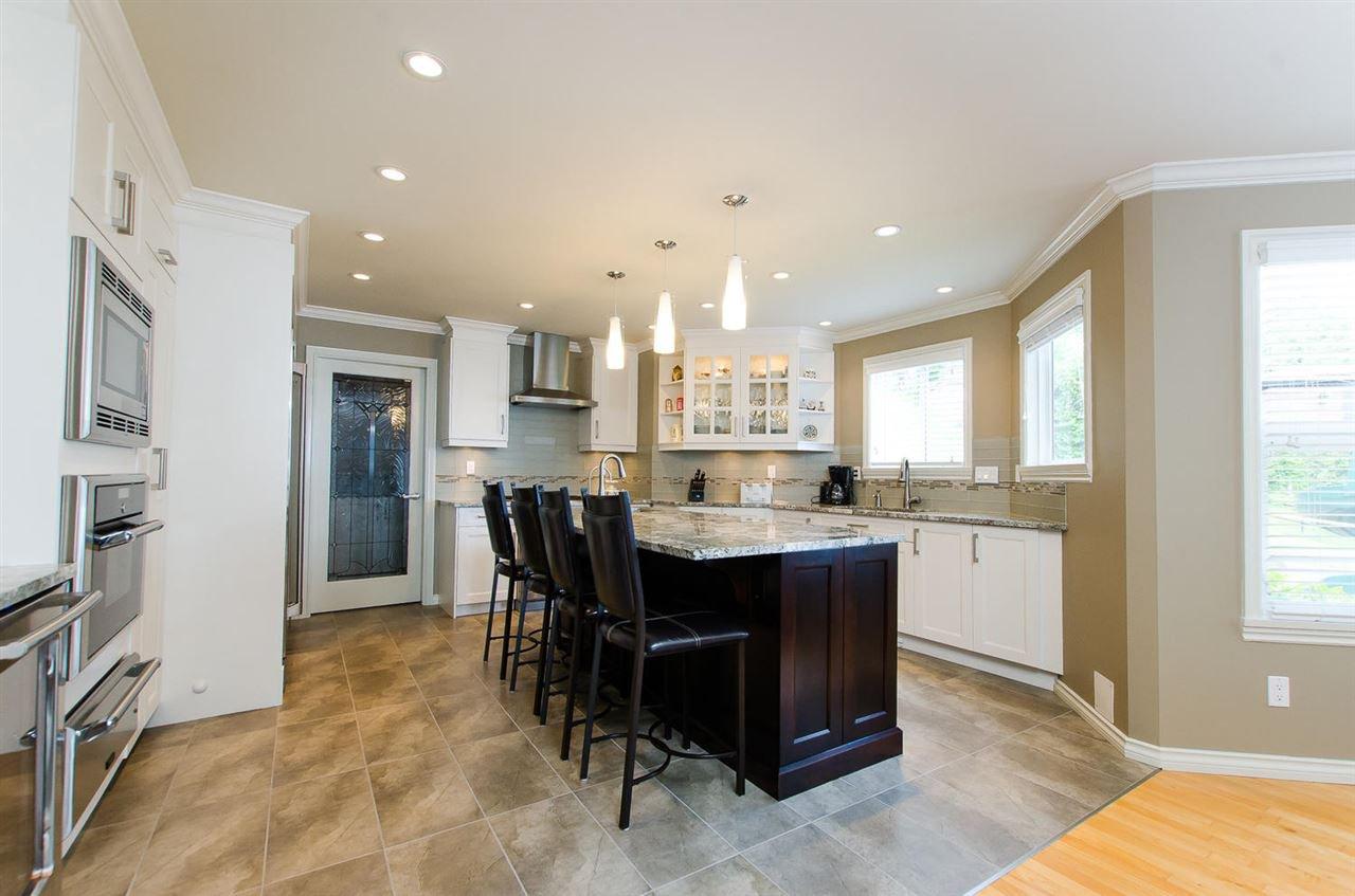 Photo 10: Photos: 15395 VICTORIA Avenue: White Rock House for sale (South Surrey White Rock)  : MLS®# R2476831