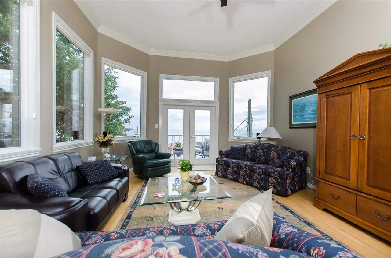 Photo 3: Photos: 15395 VICTORIA Avenue: White Rock House for sale (South Surrey White Rock)  : MLS®# R2476831