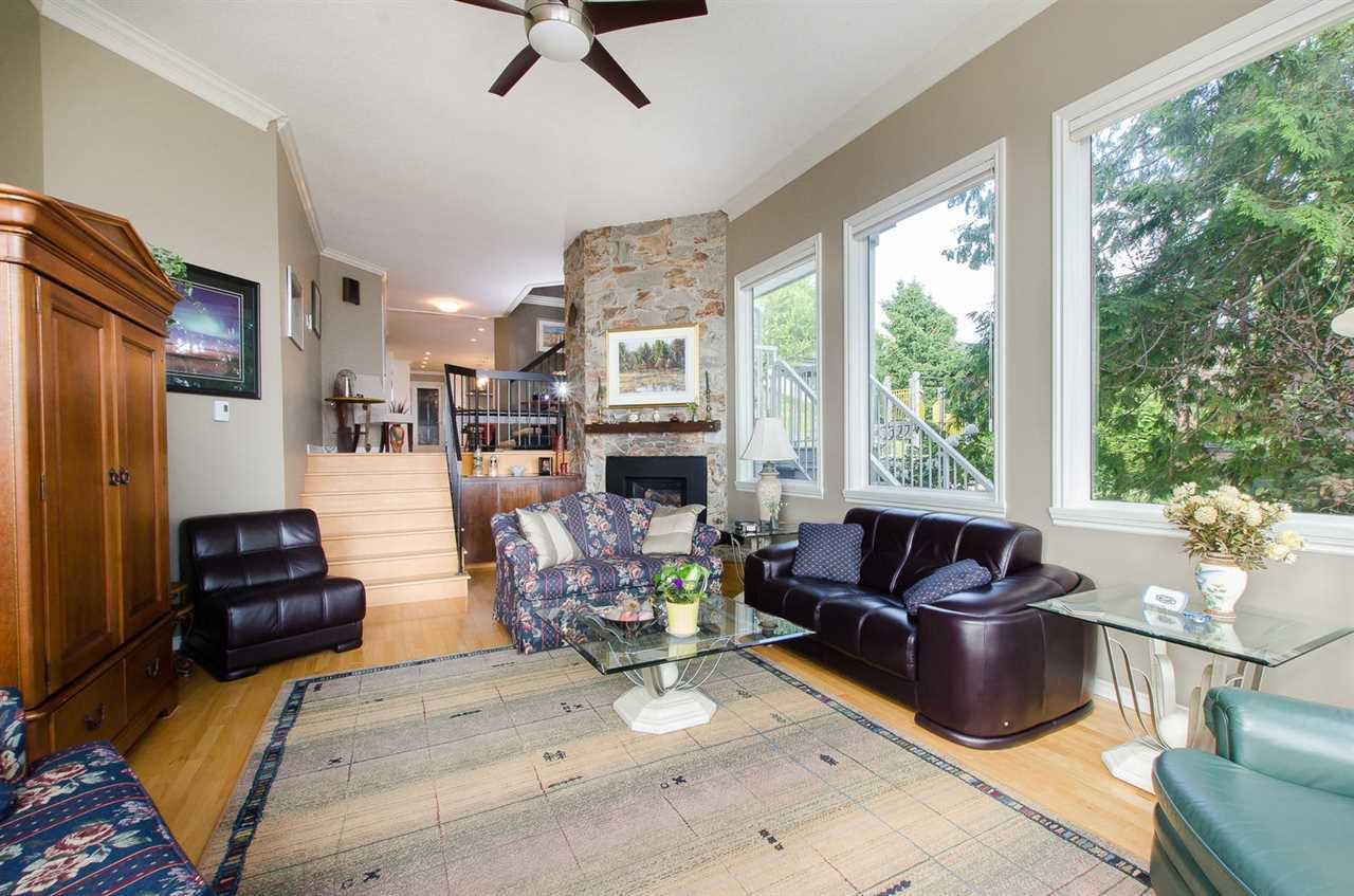 Photo 7: Photos: 15395 VICTORIA Avenue: White Rock House for sale (South Surrey White Rock)  : MLS®# R2476831