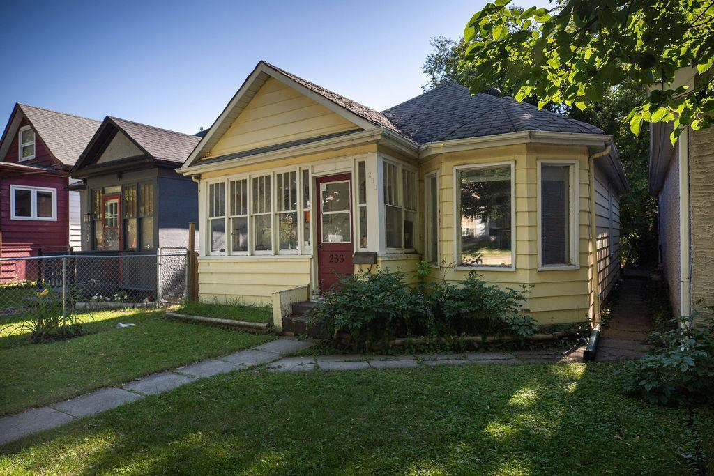 Main Photo: 233 Roseberry Street in Winnipeg: Deer Lodge Residential for sale (5E)  : MLS®# 202018032