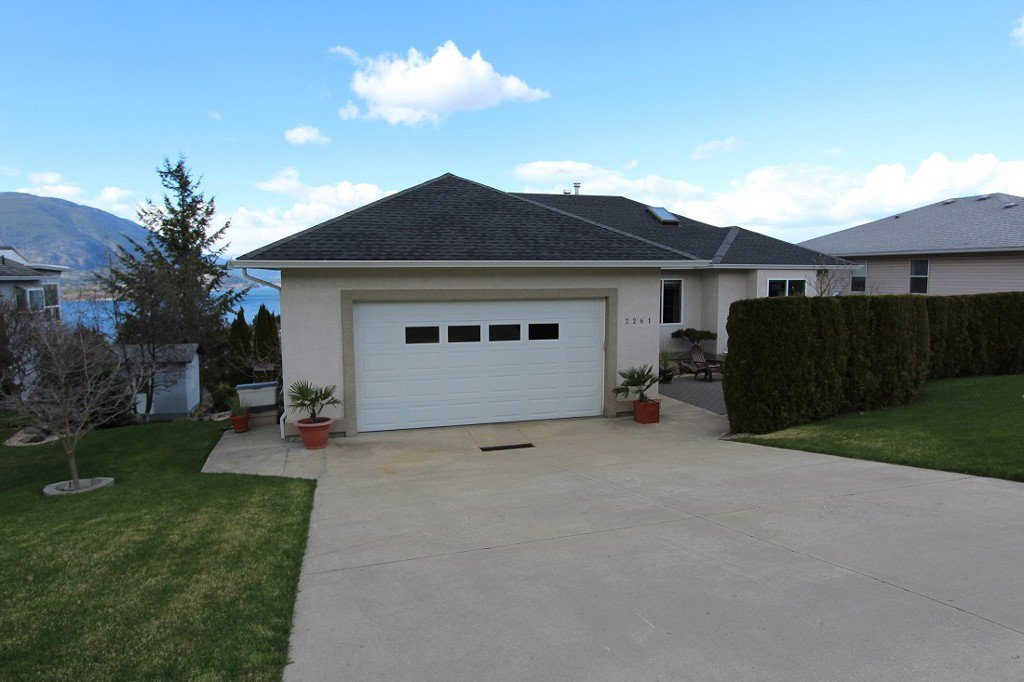 Main Photo: 2261 SE 4th Avenue in Salmon Arm: Salmon Arm SE House for sale (Shuswap)  : MLS®# 10097012