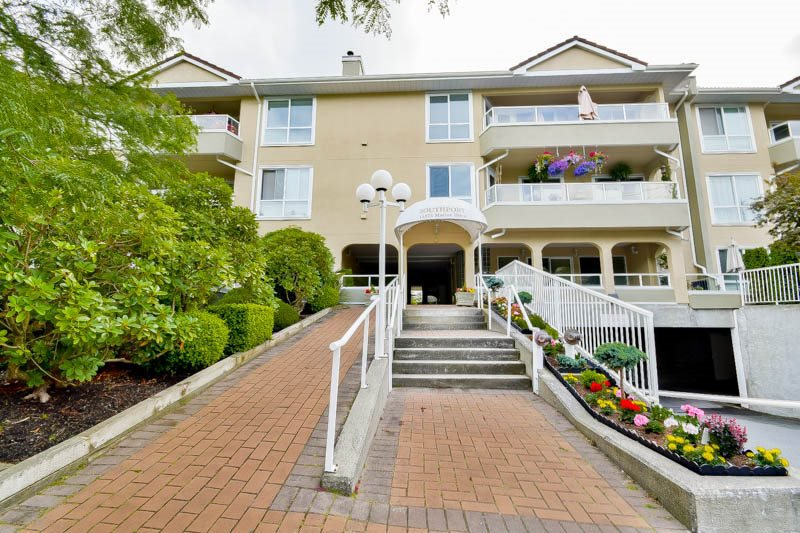 Main Photo: 316 15875 MARINE DRIVE: White Rock Condo for sale (South Surrey White Rock)  : MLS®# R2080349