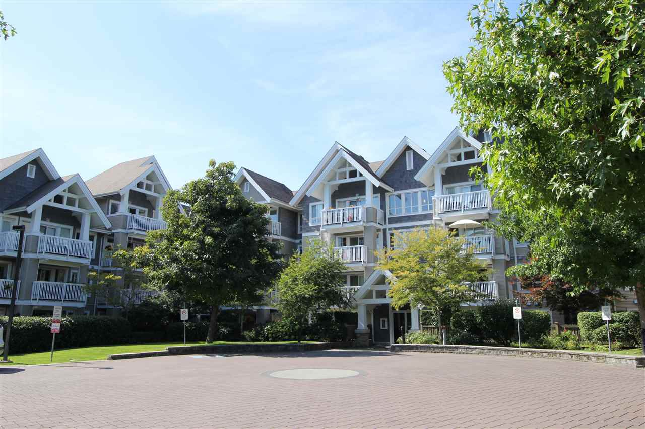 "Main Photo: 305 20750 DUNCAN Way in Langley: Langley City Condo for sale in ""Fairfield Lane"" : MLS®# R2401633"