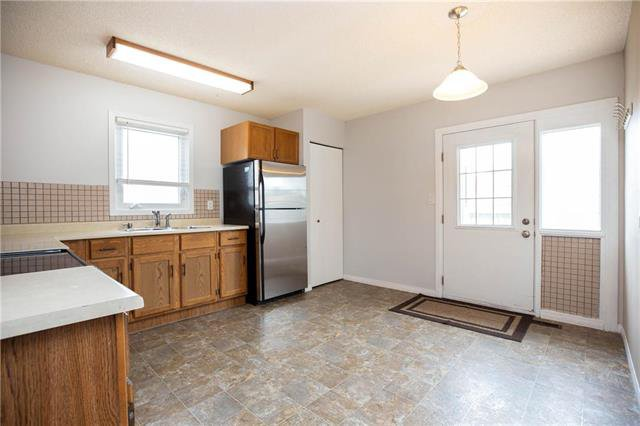 Photo 5: Photos: 61 Burland Avenue in Winnipeg: River Park South Residential for sale (2F)  : MLS®# 1926076
