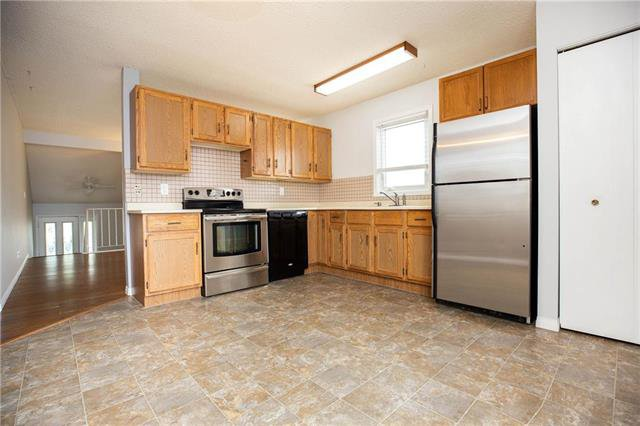 Photo 4: Photos: 61 Burland Avenue in Winnipeg: River Park South Residential for sale (2F)  : MLS®# 1926076