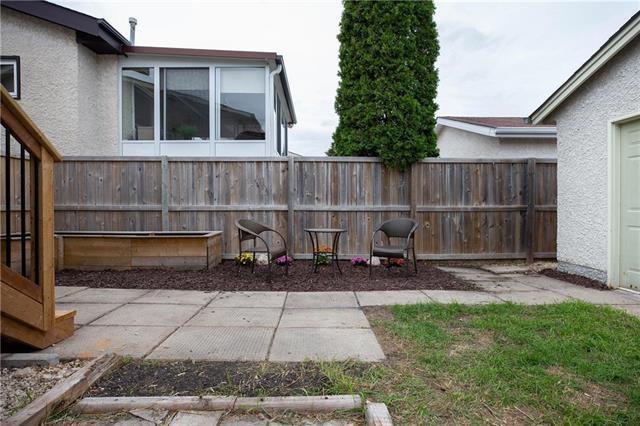 Photo 17: Photos: 61 Burland Avenue in Winnipeg: River Park South Residential for sale (2F)  : MLS®# 1926076