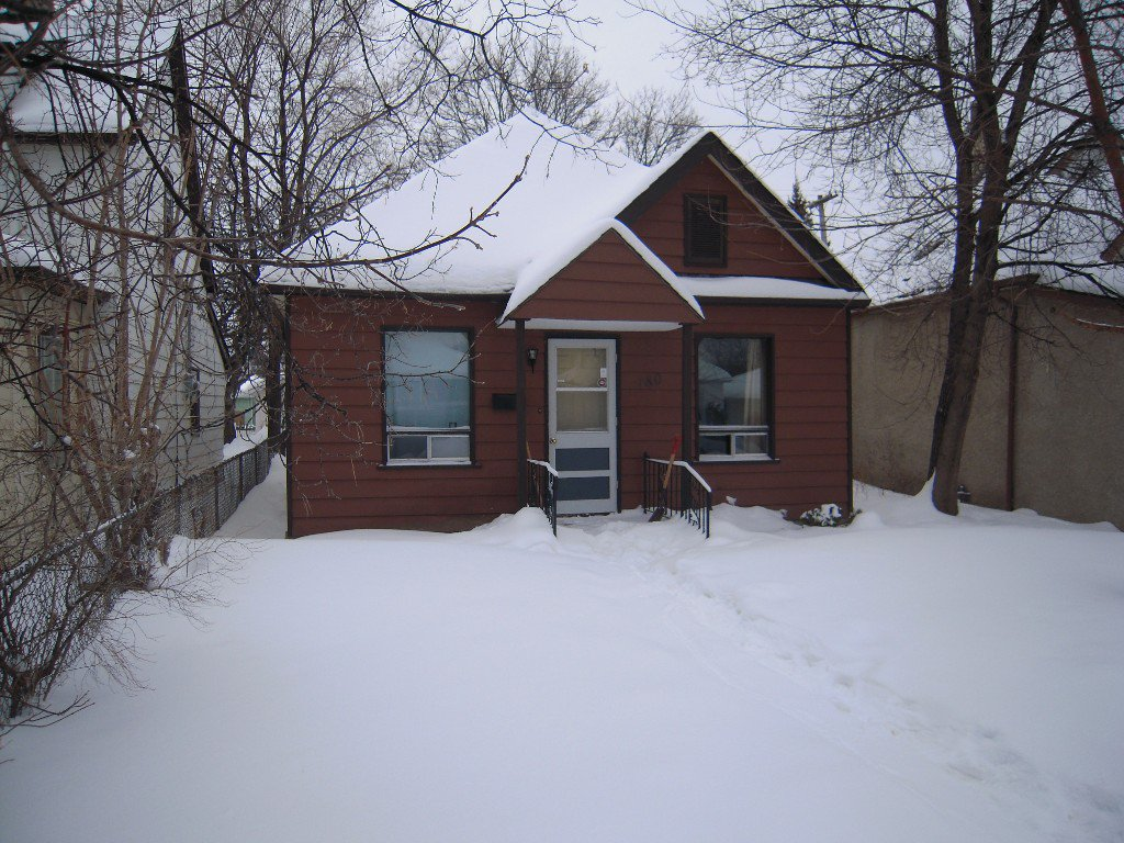 Main Photo: 180 Chalmers Avenue in winnipeg: Elmwood Residential for sale (North East Winnipeg)  : MLS®# 1301507
