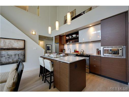 Main Photo: 402 601 Herald Street in VICTORIA: Vi Downtown Condo Apartment for sale (Victoria)  : MLS®# 322710