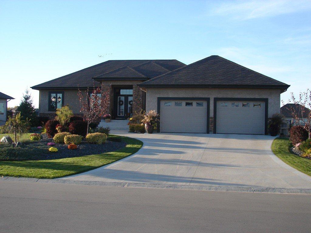Main Photo: 33 Aspen Drive East in Oakbank: Single Family Detached for sale : MLS®# 1415275
