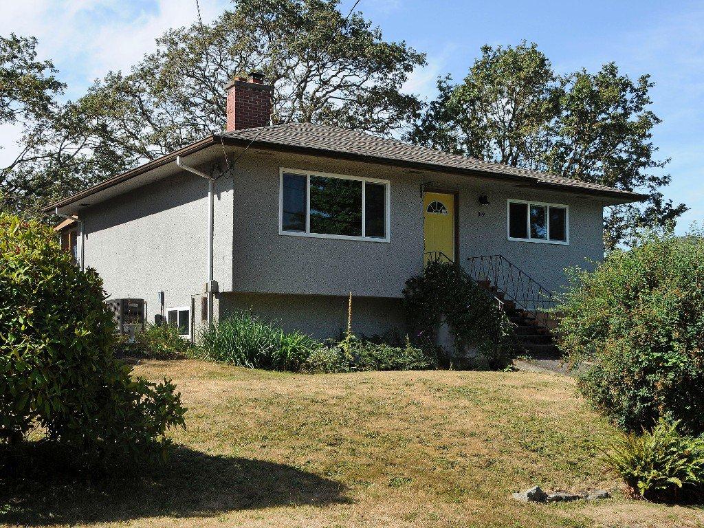 Main Photo: 919 Leslie Drive in VICTORIA: SE Quadra Single Family Detached for sale (Saanich East)  : MLS®# 340422