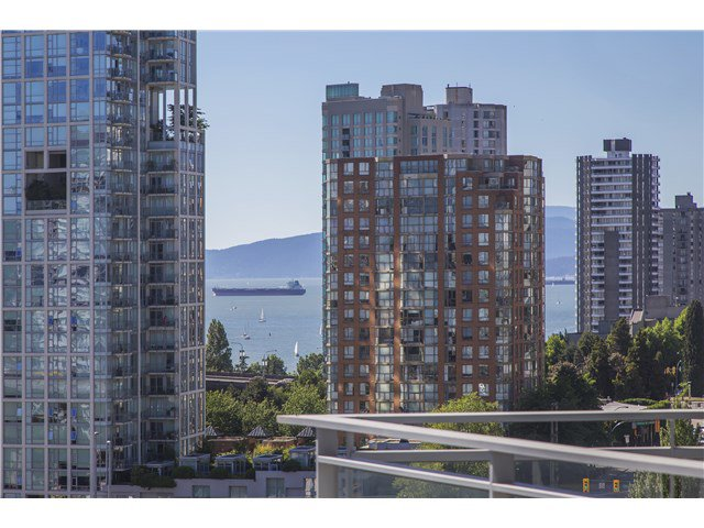 Main Photo: 1608 1372 Seymour Street in Vancouver: Condo for sale
