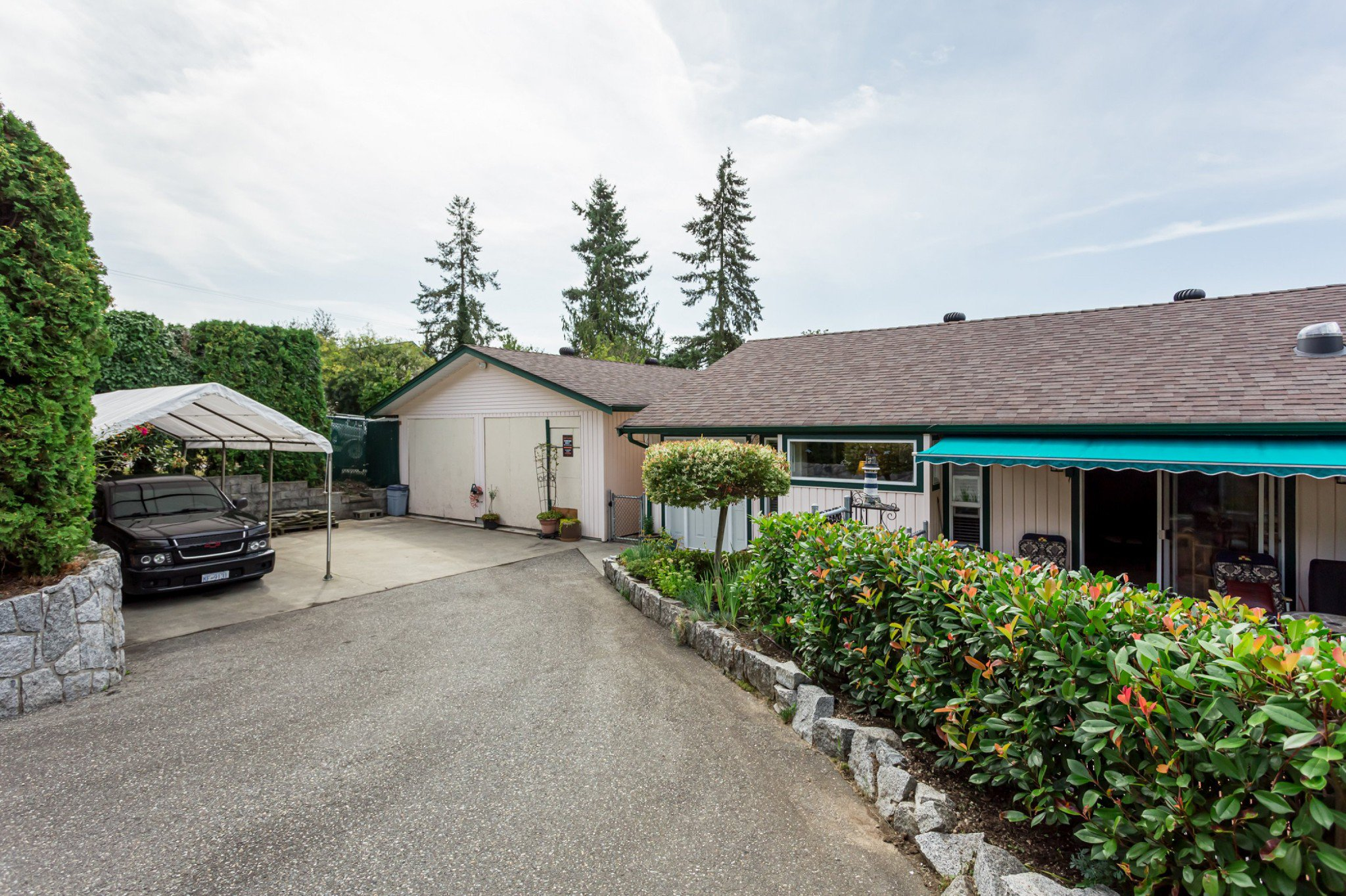 Main Photo: 21710 48A Avenue in Langley: Murrayville House for sale : MLS®# R2399243