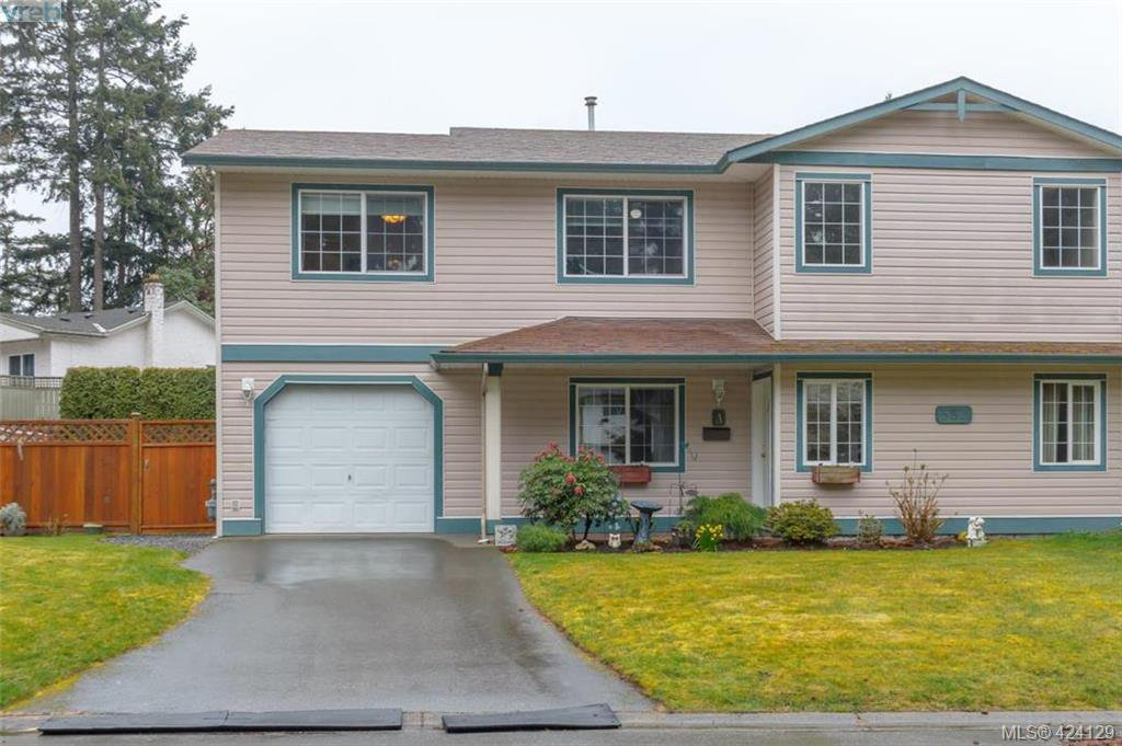 Main Photo: A 583 Tena Pl in VICTORIA: Co Wishart North Half Duplex for sale (Colwood)  : MLS®# 837604