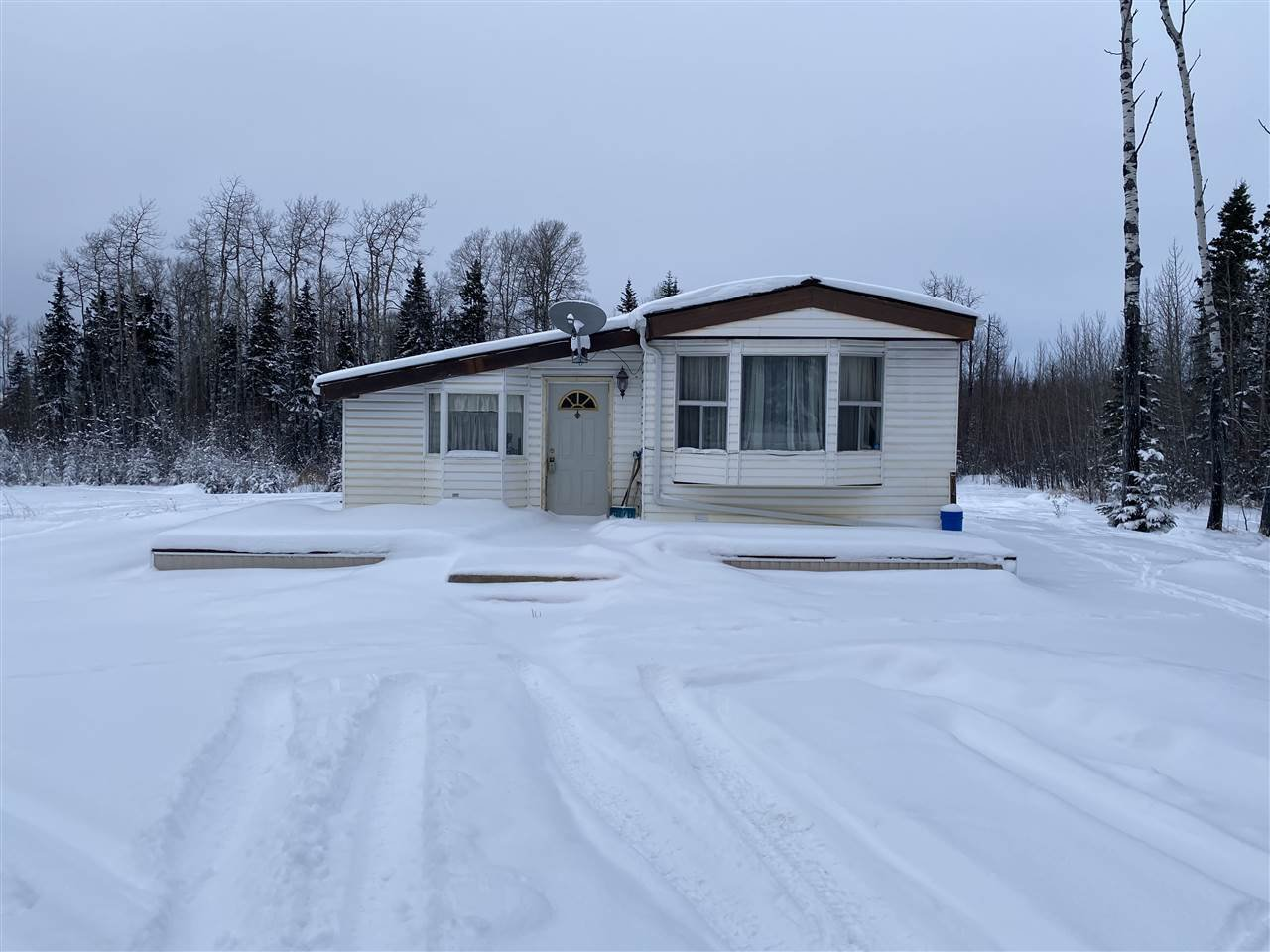 Main Photo: 14424 RED CREEK Road: Charlie Lake Manufactured Home for sale (Fort St. John (Zone 60))  : MLS®# R2512707