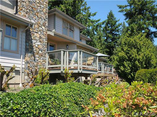 Main Photo: 12 500 Marsett Place in VICTORIA: SW Royal Oak Residential for sale (Saanich West)  : MLS®# 325123