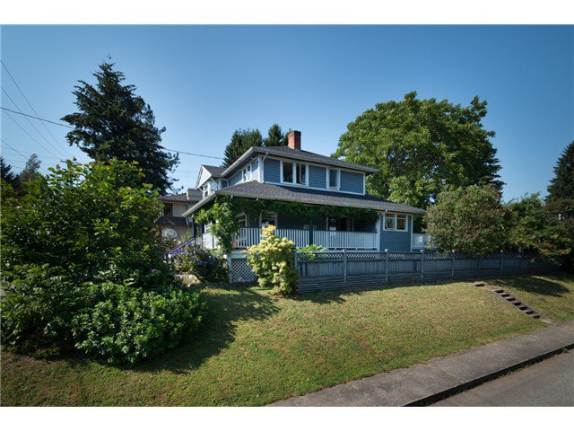 """Photo 2: Photos: 917 SECOND Street in New Westminster: GlenBrooke North House for sale in """"GLENBROOKE NORTH"""" : MLS®# V1075704"""