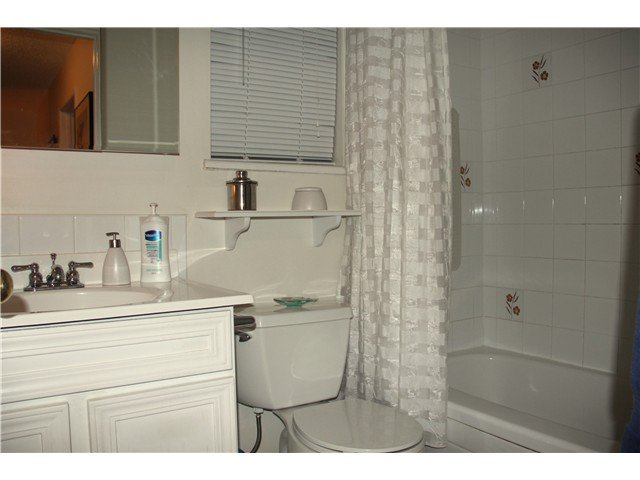 Photo 13: Photos: 4784 LAURELWOOD PL in Burnaby: Greentree Village Condo for sale (Burnaby South)  : MLS®# V1097547