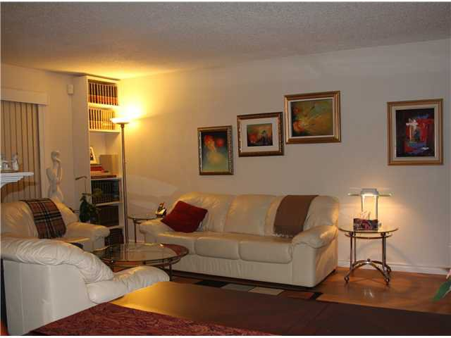 Photo 1: Photos: 4784 LAURELWOOD PL in Burnaby: Greentree Village Condo for sale (Burnaby South)  : MLS®# V1097547