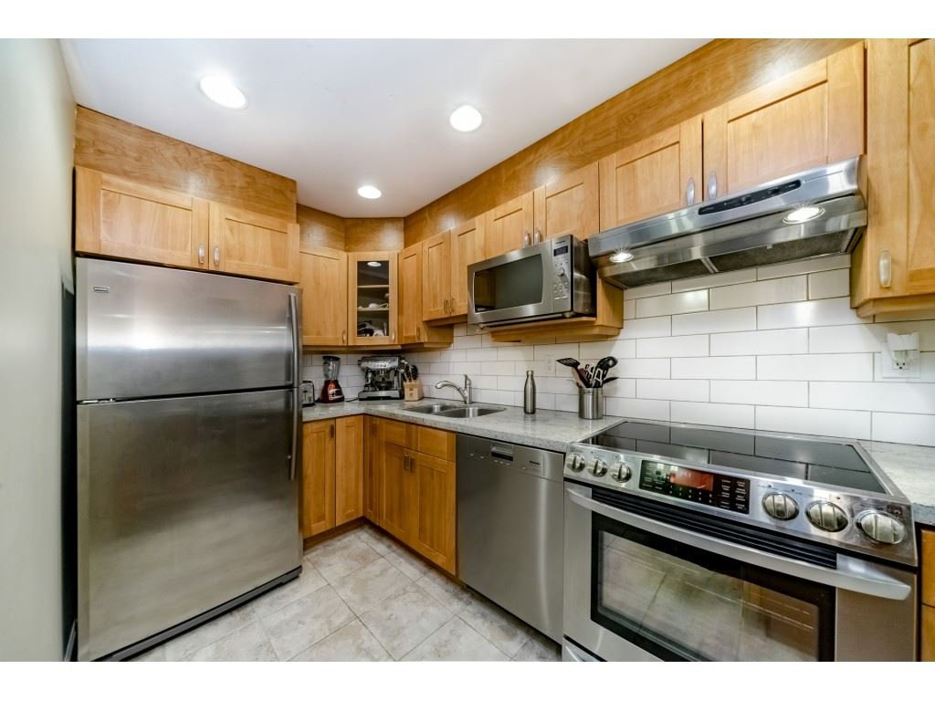Main Photo: 304 1750 MAPLE STREET in Vancouver: Kitsilano Condo for sale (Vancouver West)  : MLS®# R2329283