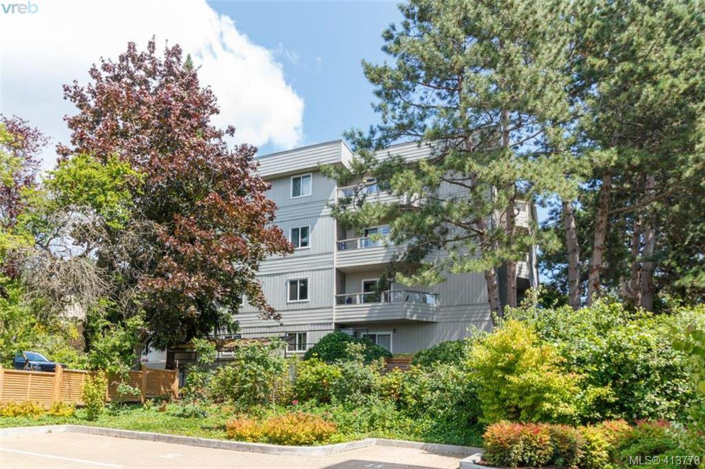 Main Photo: 205 949 Cloverdale Ave in VICTORIA: SE Quadra Condo Apartment for sale (Saanich East)  : MLS®# 820581