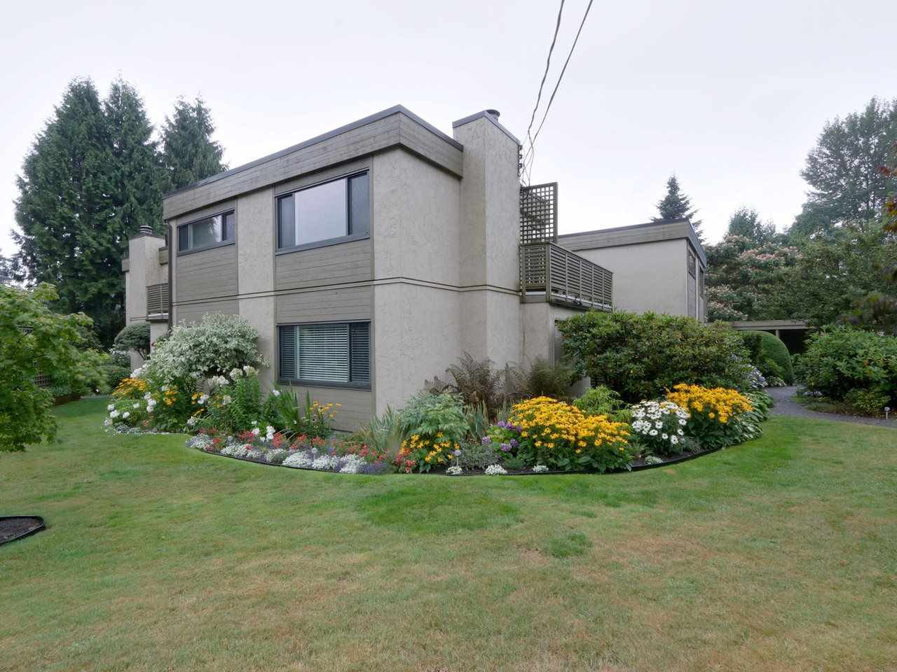 Main Photo: 1259 PLATEAU DRIVE in North Vancouver: Pemberton Heights Condo for sale : MLS®# R2495881