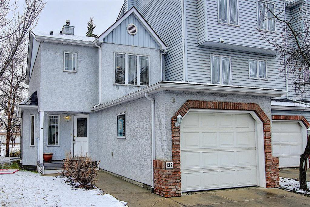 Main Photo: 132 Inglewood Cove SE in Calgary: Inglewood Row/Townhouse for sale : MLS®# A1054327