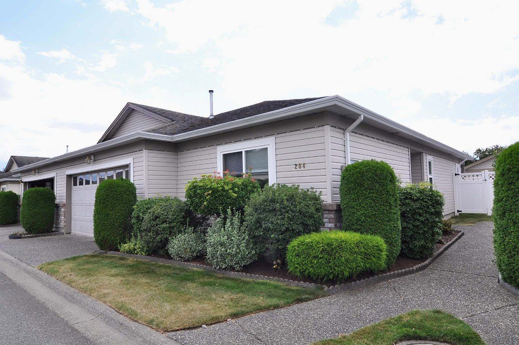 "Main Photo: 204 8485 YOUNG Road in Chilliwack: Chilliwack W Young-Well Townhouse for sale in ""HAZELWOOD GROVE"" : MLS®# H1203476"